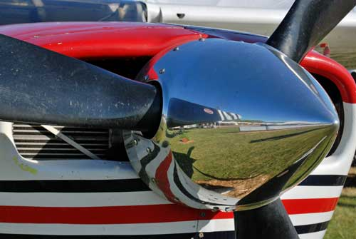 Cessna 206 prop hub points to sharp focus