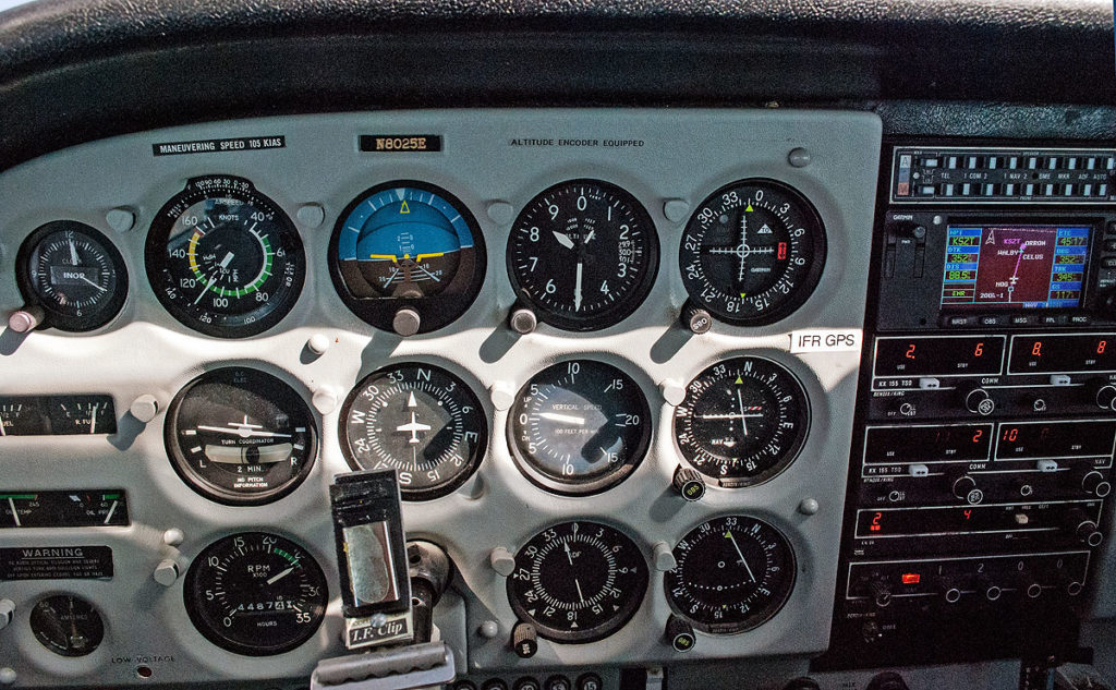 Cessna 172 instrument panel enables holding absolute headings and altitudes